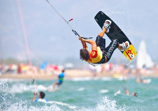 El kiter Gerard Sánchez a Sant Pere Pescador