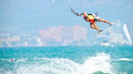 El kiter Jordi Cabrés a Sant Pere Pescador