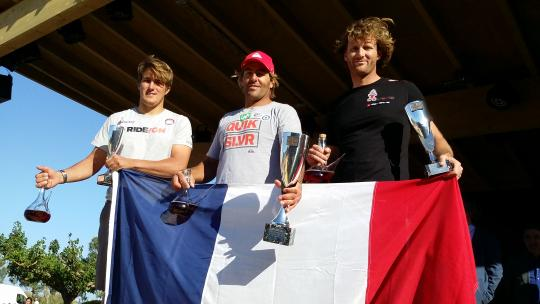 D'esquerra a dreta, Pierre Mortefon (F-14), Antoine Albeau (F-192) i Cyril Mouss