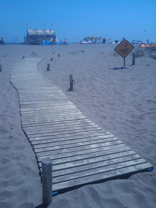 Passarel·la per la platja de Sant Pere Pescador
